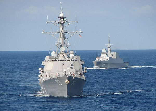 The guided-missile destroyer USS Chung-Hoon (DDG 93) maneuvers in formation with the Singapore Navy frigate RSS Intrepid.