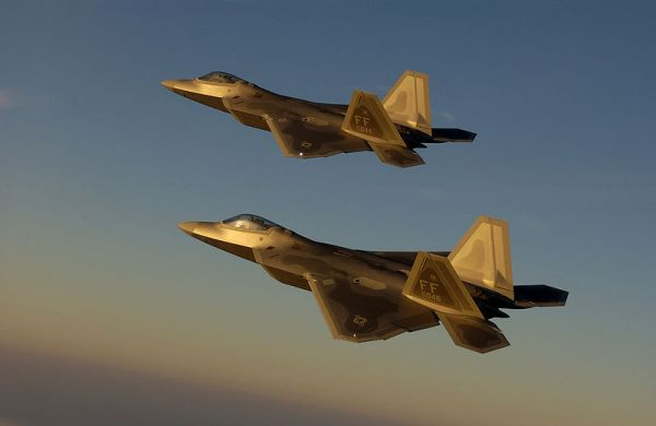F-22_-_Golden_Formation