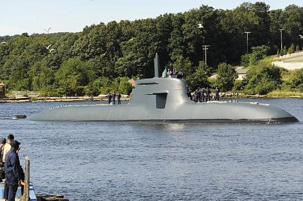 The Italian Todaro-class submarine Scire (S527) makes her way up the Thames River to Naval Submarine Base New London