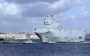 French helicopter carrier Mistral, an affordable and exceptional design so good the Russians want one! Photo courtesy of www.netmarine.net and Wikipedia Commons.