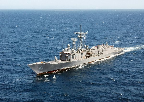 The guided missile frigate USS McClusky (FFG 41).