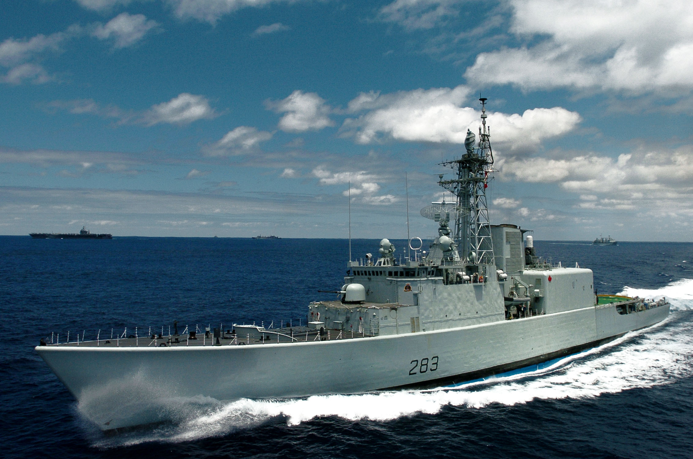 Guided missile destroyer hmcs algonquin a tribal class warship